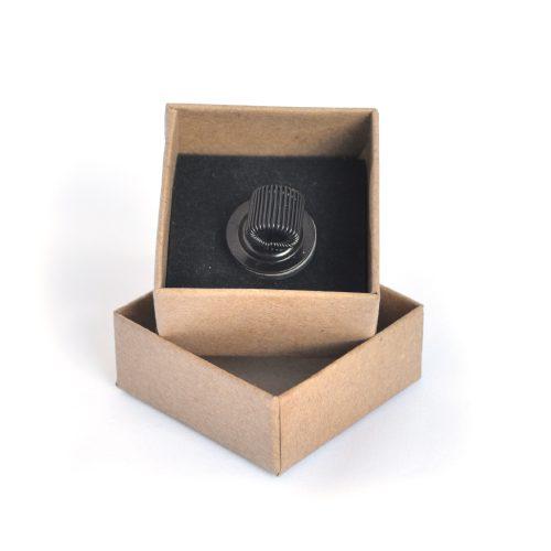Magnetic marker holder in doos